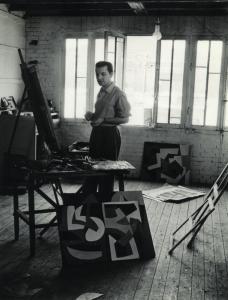 Joseph Iliu dans son atelier